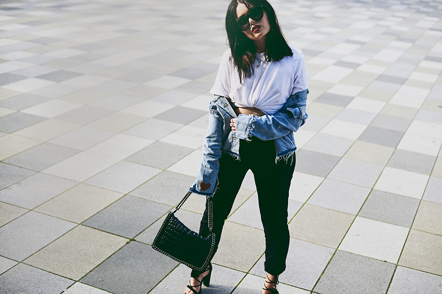 Fashion-Blogger-Germany-Deutschland-Fashion-Beauty-Lifestyle-Blog-Review-Kylie-Jenner-Lippenstift-Lipkit-by-Kylie-Jenner-#lipkitbykylie-Magdalena-Fuez-Frederik-Nebas-Frühlings-Outfit-mit-Jeansjacke-Levis-customize-DIY