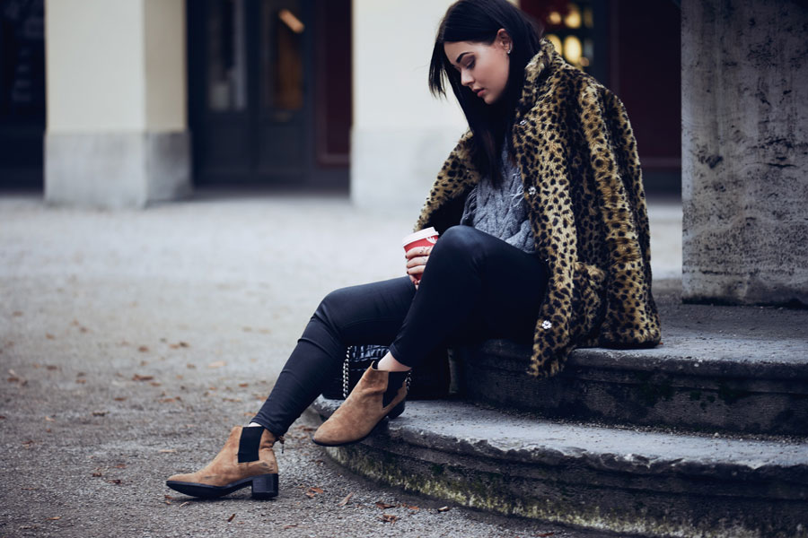 magdalena-fuess-fuez-thesecondface-fashionblog-fashion-blog-germany-munich-deutschland-winter-outfit-blogger-edited-the-label-winter-outfit-fake-fur-mantel-leoparden-mantel-leo-coat-chelsea-boots-edited-the-label